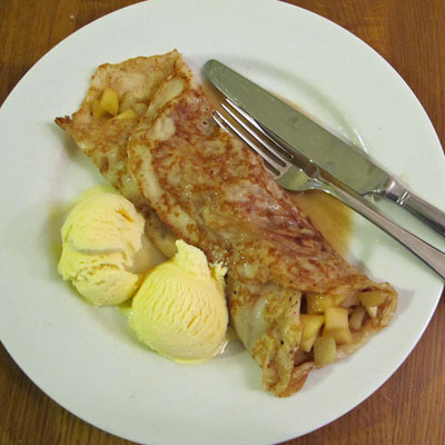 Apple, cinnamon and lemon pancakes